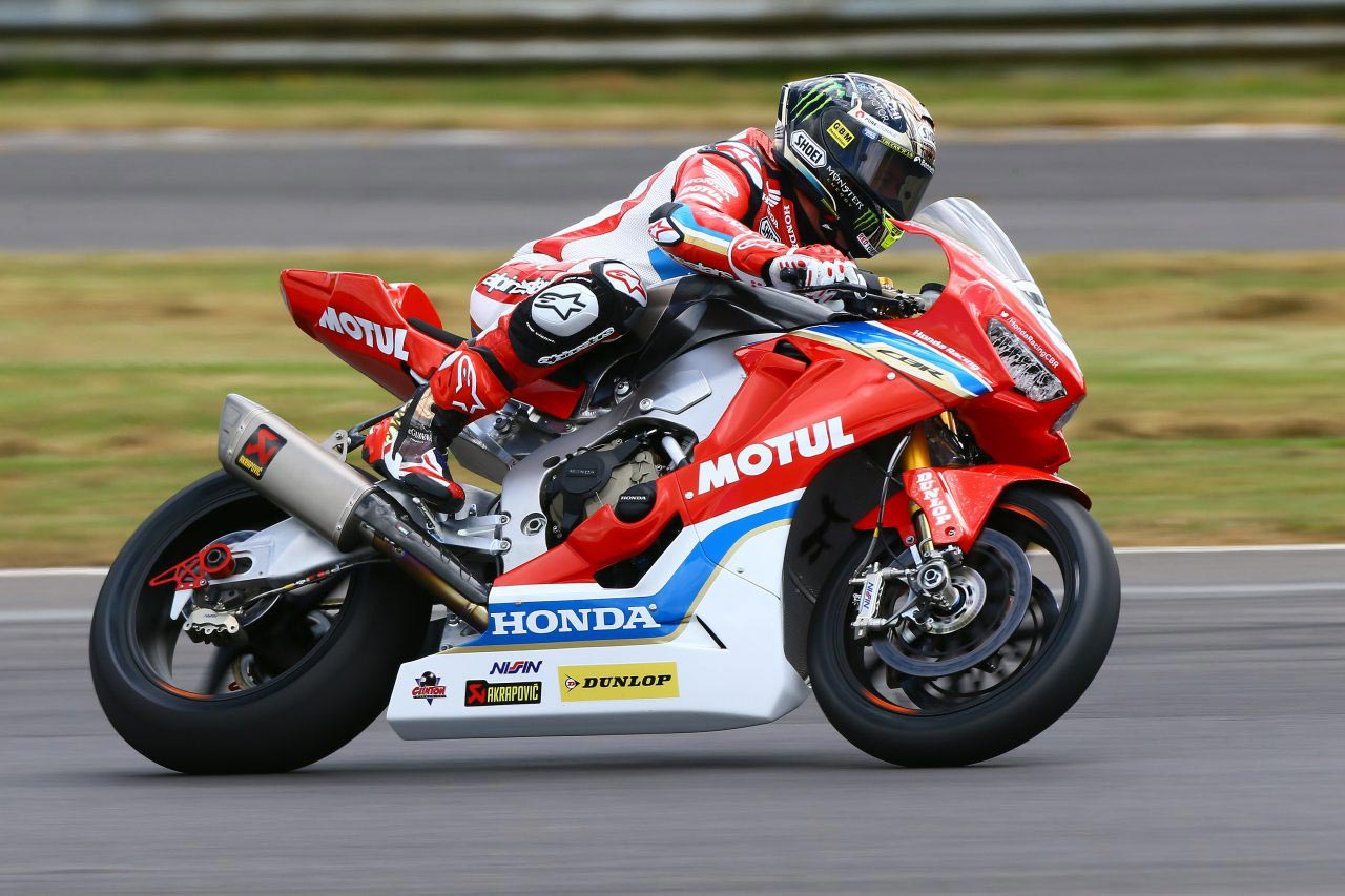Mcguinness Crashes At Nw200 Suspected Broken Leg