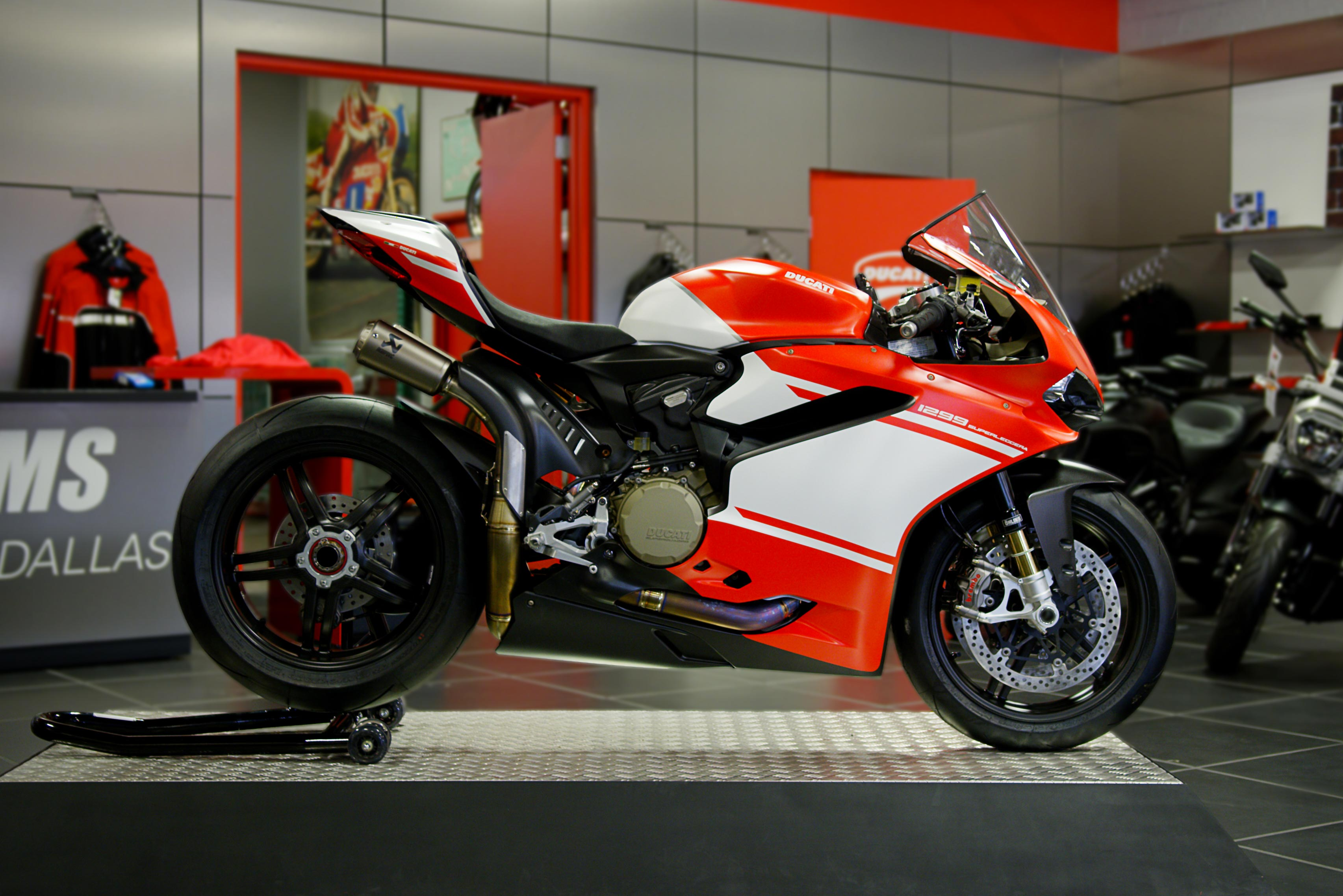 the ducati 1299 superleggera lands in the usa asphalt rubber. Black Bedroom Furniture Sets. Home Design Ideas