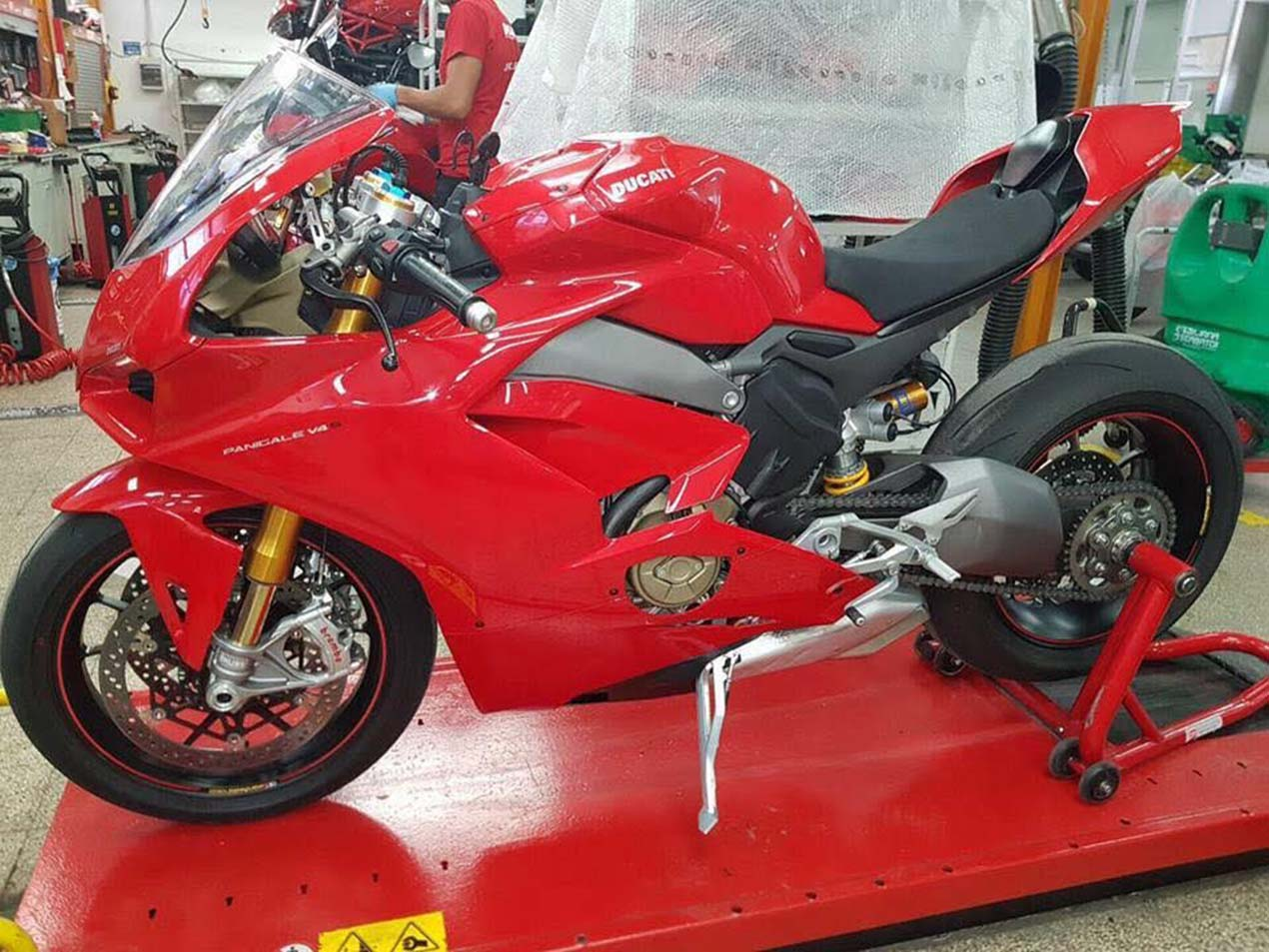 more leaked photos of the 2018 ducati panigale v4 asphalt rubber. Black Bedroom Furniture Sets. Home Design Ideas