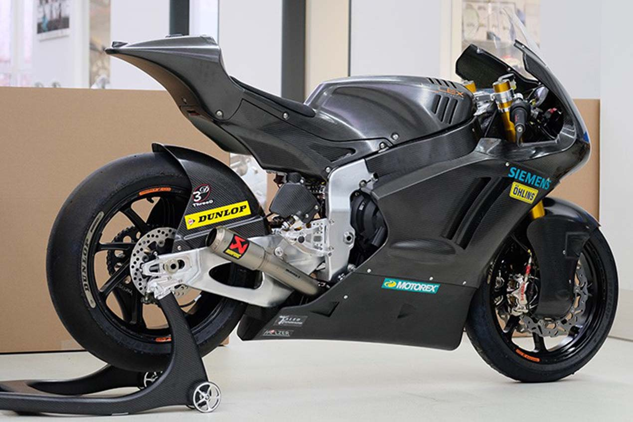 first look at the triumph powered kalex moto2 race bike asphalt rubber. Black Bedroom Furniture Sets. Home Design Ideas