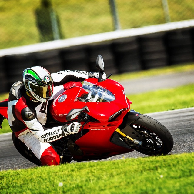 Daydreaming In Red... Photo: @360photography #Ducati #1299 #Superbike #DucatiPeople #Moto #Motorbike #Motorcycle #Bike #BikeLife #Rider #Race #TrackDay #Photography #InstaMoto #AGV #Dainese #PIR #Portland #Oregon #Sportbike #MotoCorsa #PDX