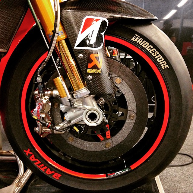 Ohlins and Carbon Fiber Make Me Wanna Do Bad Things... #Moto #MotoGP #Motorcycle #Motorbike #Aprilia #BeARacer #Motorsport #Race #MarcoMelandri